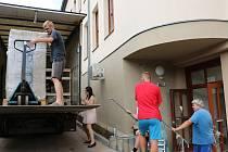 Stěhování potrvá až do začátku září.