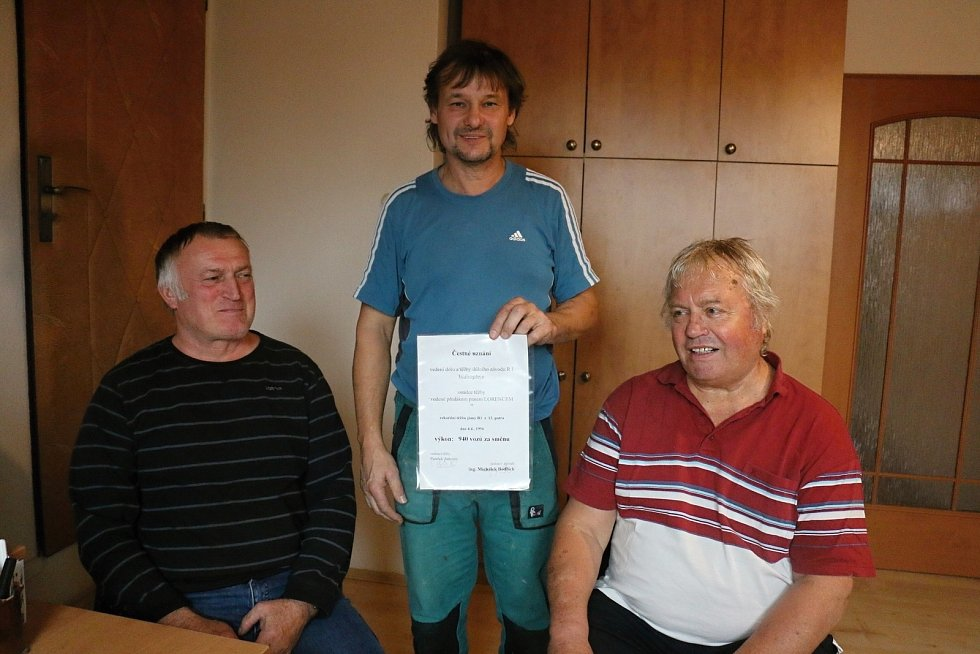 Bývalí zaměstnanci uranových dolů Josef Ťupa, Josef Vašíček a Antonín Žák.