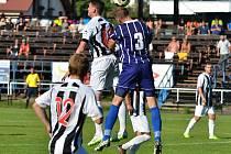 Ve vysočinském derby mezi Žďárem a Starou Říší (v tmavších dresech) žádný gól nepadl, přesto se bylo na co dívat. Remíza je nakonec větším úspěchem pro domácí, hosté měli k výhře blíže.