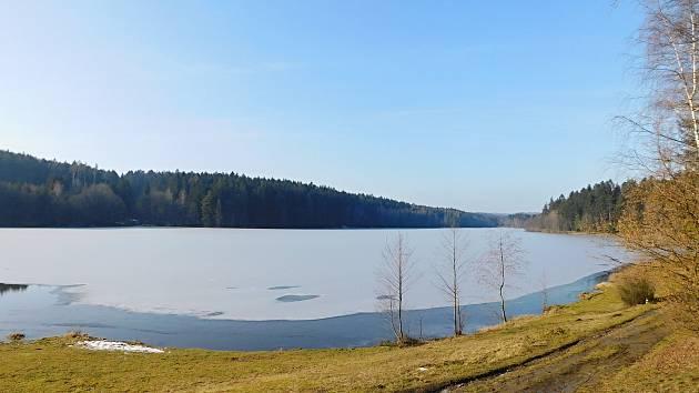 OBRAZEM: Domanínský rybník vyhledávají vyznavači klidu celoročně