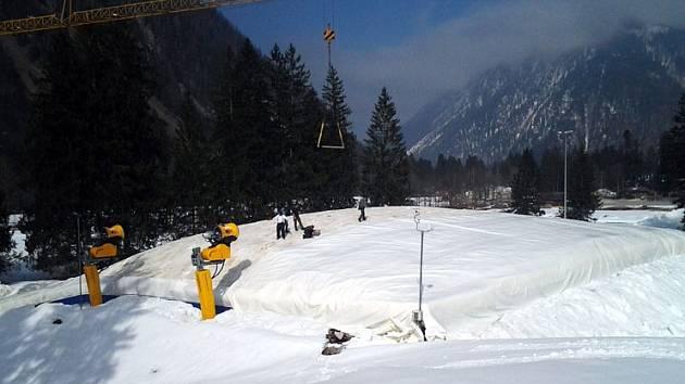 Silo, které uchovává sníh přes léto, lez najít například v německém Ruhpoldingu.