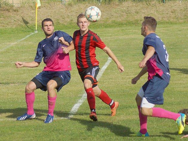 V domácí premiéře v I. A třídě v neděli přivítají fotbalisté Moravce (v červenočerném) Jemnicko.
