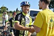 Charitativní jízda Na kole dětem Žďárskými vrchy se konala už potřetí, na start se postavily minimálně čtyři stovky cyklistů.