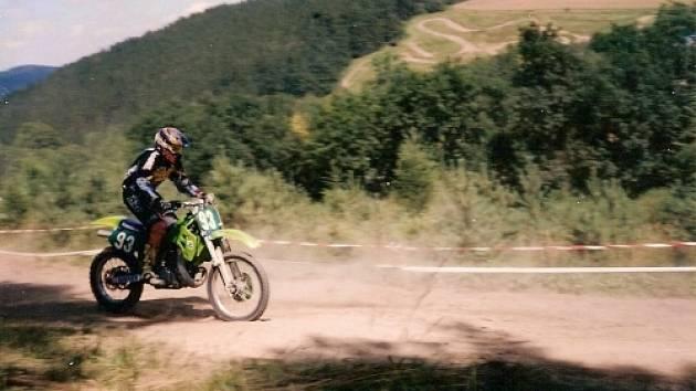 Motorkář na Blatinách dostal pokutu. Ilustrační foto.