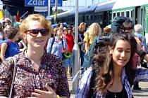 Do Žďáru se včera ze všech koutů Česka a Slovenska sjelo na šest tisíc mladých mezi čtrnácti a třiceti lety.