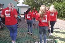 Letní pozdrav klientů a pracovníků z denního stacionáře Rosa a z volnočasového klubu pro seniory a osoby se zdravotním postižením Včela v Bystřici na Pernštejnem.