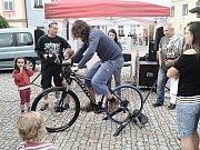 PROPAGACE. Lidé z navštívených měst mají možnost vyhrát volnou vstupenku na nadcházející sportovní svátek. Foto: Archiv Informačního centra Nové Město na Moravě