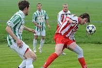 Fotbalisté Staré Říše (v červenobílých dresech) doma porazili Jaroměřice, hráči Náměště-Vícenic doma se Ždírcem remizovali díky gólu ze závěru utkání.