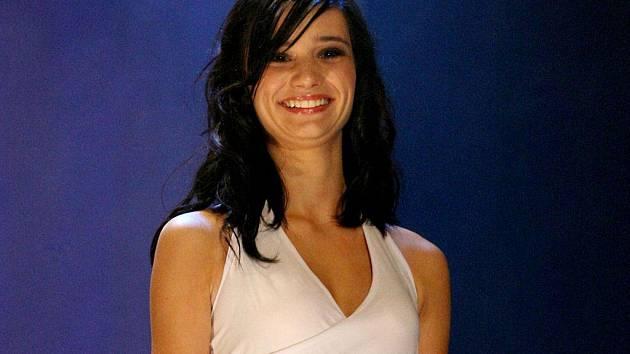 Miss Vysočiny 2010 se v sobotu ve Žďáře nad Sázavou stala sedmnáctiletá Barbora Stuhlová z Jihlavy.