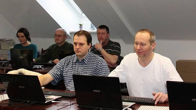 V elektronické komunikaci se ve Velkém Meziříčí zdokonalují nejenom úředníci, ale i další zájemci.