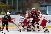 Ze tří domácích utkání v řadě získali hokejisté Žďáru (v černých dresech) šest bodů.
