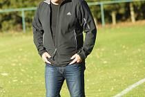 Spokojen s výkonem svých svěřenců, ale i s jednoznačnou nedělní výhrou 4:1 nad Polnou mohl být trenér fotbalistů Nové Vsi Radek Šikola (na snímku).