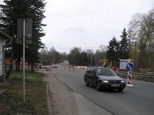 Závěrečné práce na kruhovém objezdu v Novém Městě na Moravě odstartovaly.