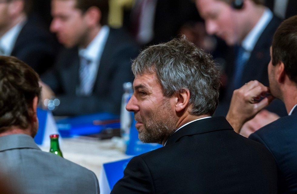 Miliardář Petr Kellner zahynul při nehodě vrtulníku. Nejbohatším Čechem by mohl být Radovan Vítek.