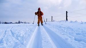 Lyžaři by si měli dát pozor zejména na ohradníkové dráty, které se mohou s ubývajícím sněhem objevit na tratích.