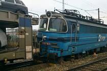Vykolejený nákladní vlak zastavil před čtvrteční půlnocí provoz na trati mezi Jihlavou a Havlíčkovým Brodem. Materiální škoda je zatím odhadnutá na 1,4 milionu korun.