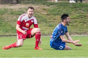Fotbalisté FC Velké Meziříčí (v červeném), ilustrační foto