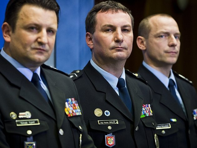 Miloš Trojánek (na snímku vpravo) se přesune na policejní ředitelství do jižních Čech. Na jeho místo v Kraji Vysočina usedne Radek Malíř.