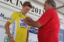 Ředitel cyklistické Vysočiny Milan Plocek loni pomáhal oblékat do žlutého trikotu Australana Samuela Spokese, koho vyhraje letos?