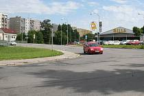 Velká rekonstrukce vozovky začne u novoměstského supermarketu a skončí před Svratkou.  Frézovat se bude i stále kvalitní asfalt, rozbité Žďárské ulice se přitom oprava netýká.