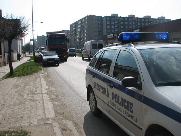 Policisté museli zasahovat ve středu odpoledne u dopravní nehody nedaleko zimního stadionu ve Žďáře.