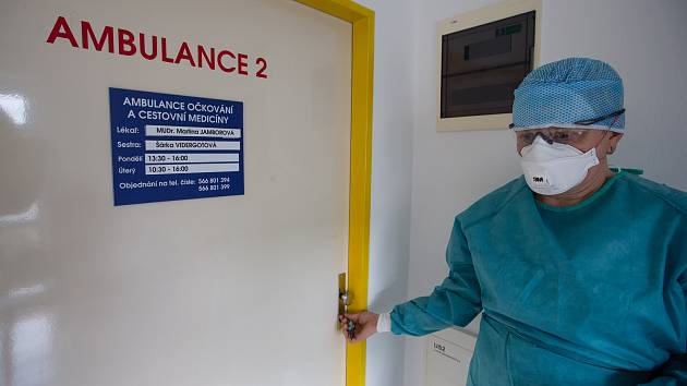 Další zdravotnice v novoměstské nemocnici má koronavirus, zavřeli celou JIP