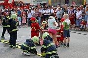 Oslav se zúčastnili hasiči, místní i lidé odjinud. Lidé se dokonale bavili.