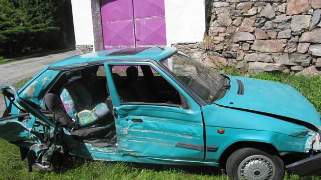 Alkohol a nepřiměřená rychlost. To byly příčiny nehody, ke které došlo v obci Vír na Žďársku.