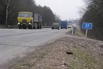 TANKODROM. Oprav se možná letos dočká i silnice I/37 ze Žďáru ve směru na Ždírec nad Doubravou.