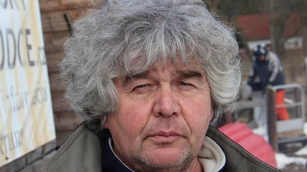 Správce sjezdovky v Novém Jimramově Ivo Fiala provázel sobotní soutěžním dnem na oblíbeném svahu.