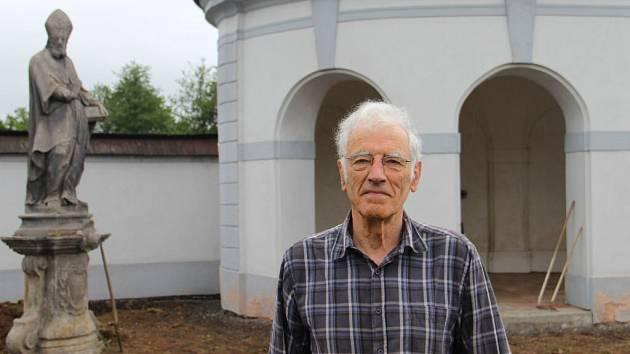 Peter Jamieson je předsedou a projektovým koordinátorem britské nadace The Friends of Czech Heritage, která podporuje obnovu českých památek.