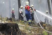 Jeden z klasických zásahů hasičů výjezd k požáru lesního porostu.