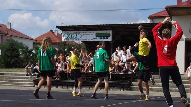 Novému Veselí vlastní prostředí svědčí. Podruhé za sebou vyhráli hlavní trofef v domácím turnaji.