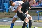 FC Žďas (v černém) doma v neděli zdolal Břeclav těsně 1:0.