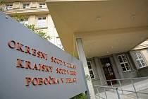 Chybějící soudci a zastaralá struktura české justice, která nereflektuje regionální členění, to obojí vyvolává takřka devastující dopad na co možná nejrychlejší projednávání různých případů. Příkladem toho je situace u Okresního soudu v Jihlavě.