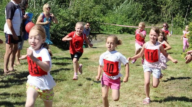 Spoustu soustředění a snahy dali malí závodníci všech věkových kategorií do běžeckých závodů při akci Rozhodni se sám. Na programu byly také další aktivity i rady a tipy pro dospělé, třeba o zdravé výživě.