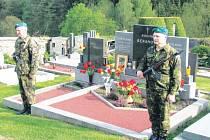 Jednou z oceněných obecních samospráv je ta v Rožné na Bystřicku. Starají se tam o dva hroby obětí 1. a 2. světové války, a to o hrob plukovníka Jindřicha Berana (na snímku) a také sovětského partyzána Michala Oniščenka.