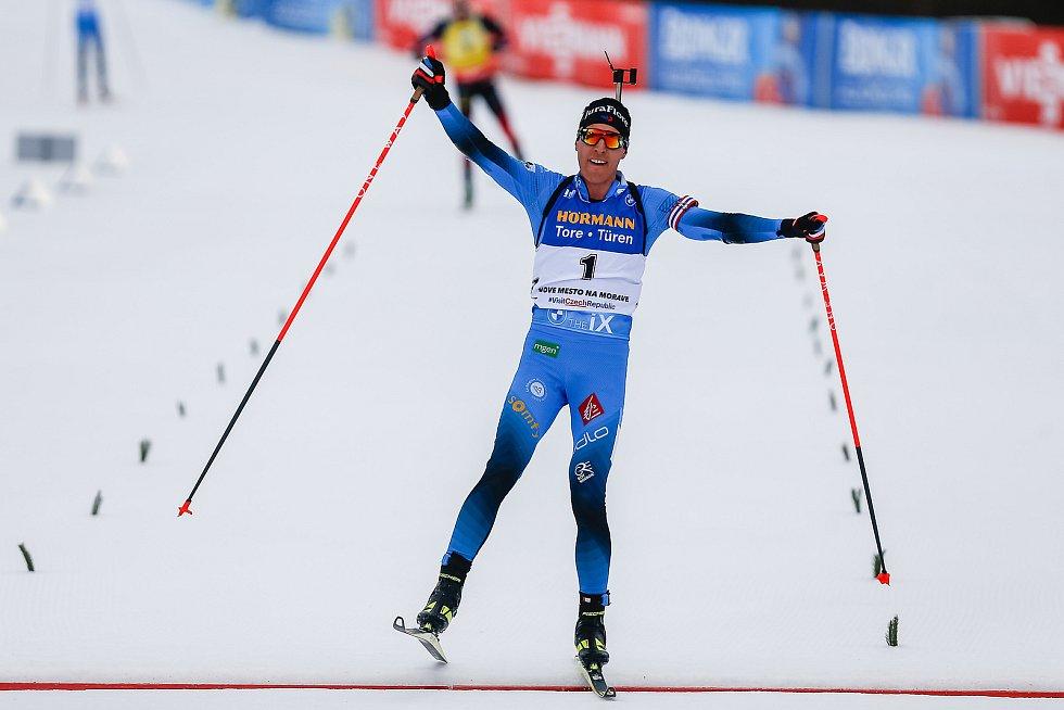 Quentin Fillon Maillet vítězí v závodu Světového poháru v biatlonu - stíhací závod mužů na 12,5 km.