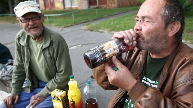 Aktualizovaná místní vyhláška, která zapovídá konzumaci alkoholických nápojů na dalších veřejných prostranstvích, začala dnes platit ve Žďáře.