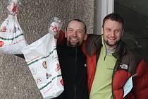 Jaromíru Čejkovi (na snímku vlevo) z Nového Města na Moravě a Janu Dvořákovi z Brna se podařilo za 24 hodin najezdit 288 kilometrů.