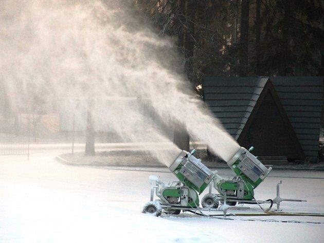 Ve Vysočina areně se pustili do výroby technického sněhu.