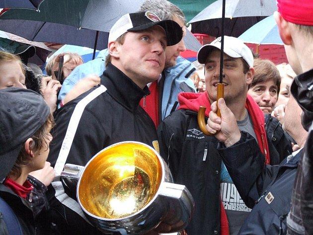 Petr Vampola s pohárem.