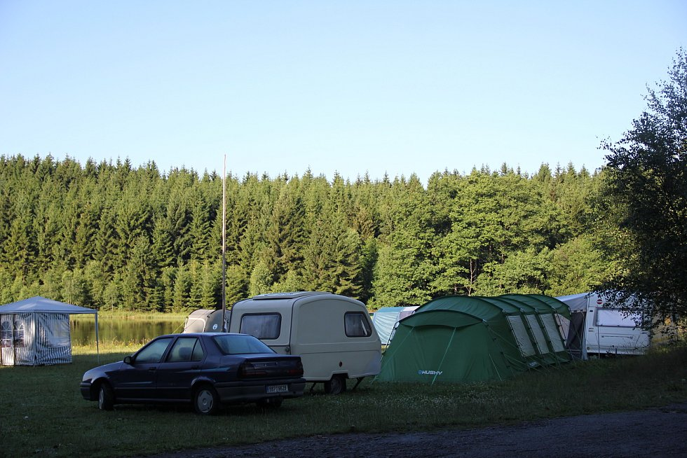 Na Novoměstku jsou oblíbené kempy u rybníků Medlov a Sykovec.