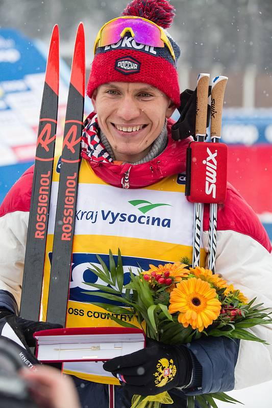 Ohlédnutí za Zlatou lyží 2020. Alexandr Bolšunov z Ruska po stíhacím závodu mužů na 15 km klasicky v rámci Světového poháru v běhu na lyžích.