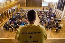 Zástupci Ministerstva průmyslu a obchodu, státního podniku Diamo, Kraje Vysočina a dotčených měst a obcí se 11. března sešli v Brzkově s občany kvůli zvažované těžbě uranu v lokalitě Brzkov Věžnice.