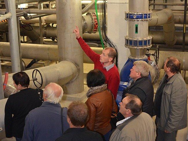 Voda z přehrady v Mostištích je upravována na pitnou pomocí chemické technologie.