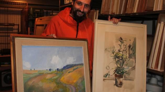 Třiadvacet uměleckých děl, která má Nové Město na Moravě ve svém majetku, nechala radnice ocenit znalcem a nabízí je k prodeji.