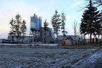V bystřické průmyslové zóně za kolejemi je ještě volné místo. Pokud se vedení radnice podaří získat všechny aktuální zájemce o pozemky, v příštím roce by mohla být plná.
