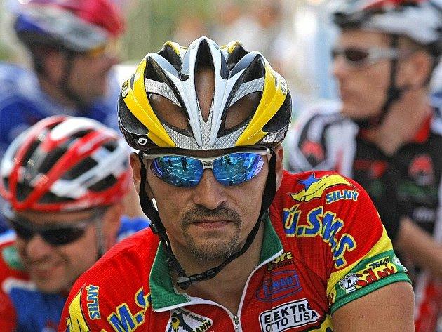 Jedna z největších sportovních akcí roku na Vysočině začala. Cyklističtí nadšenci se na čtyřdenní veteránské mistrovství Evropy v silniční cyklistice sjeli na Žďársko už potřetí za sebou.