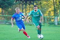 Smolný zápas sehráli hráči Radešínské Svratky (v modrém) proti Dukovanům.